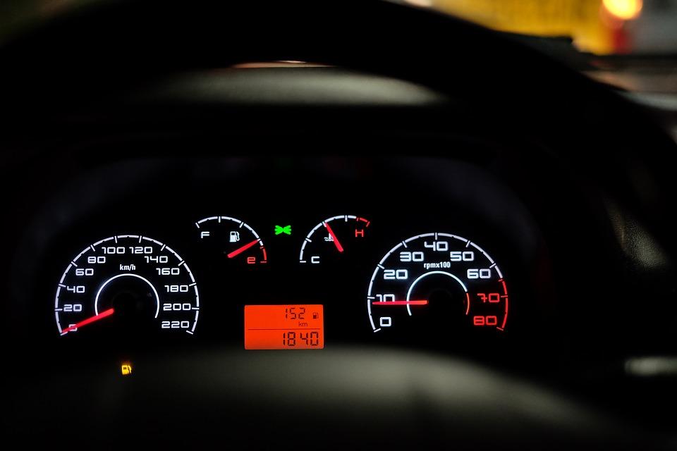 Naučte se řeč kontrolek v autě